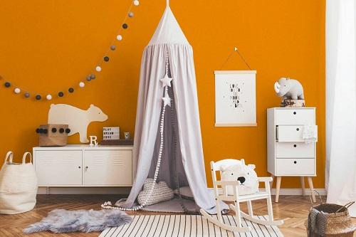 Raumbild der Wandfarbe Orange